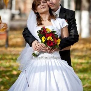 Продам  свадебное платье,  белое. размер 44-46