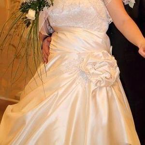Продам шикарное свадебное платье р.52